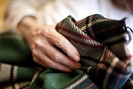 Consejos para vestir y arreglar a una persona con Alzheimer