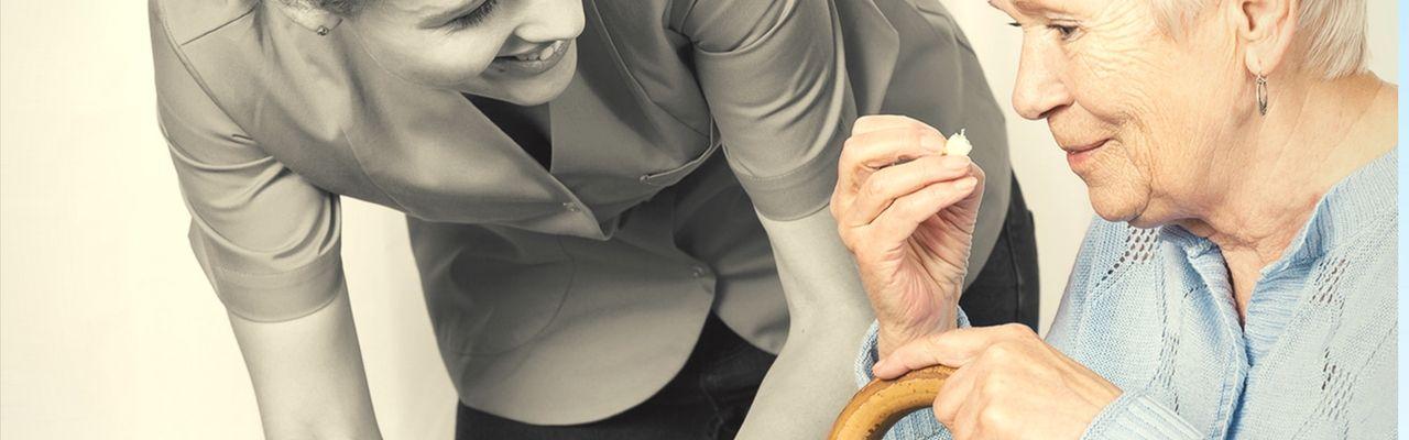 Consejos para contratar a un profesional de la dependencia en casa
