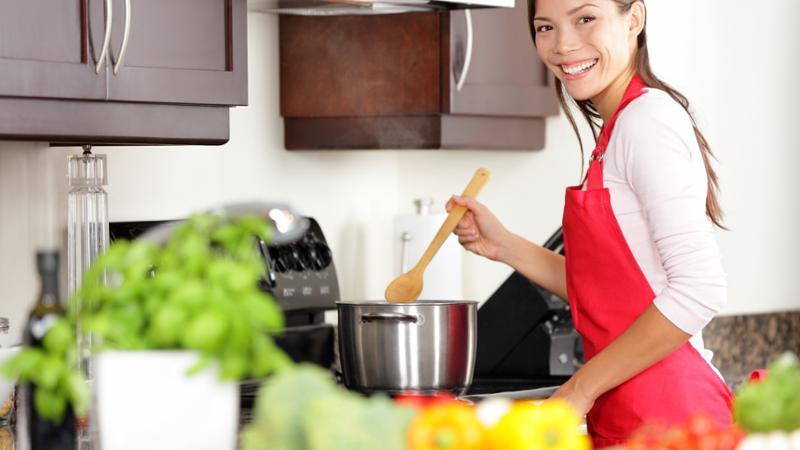 Cocinera y ayudante de limpieza
