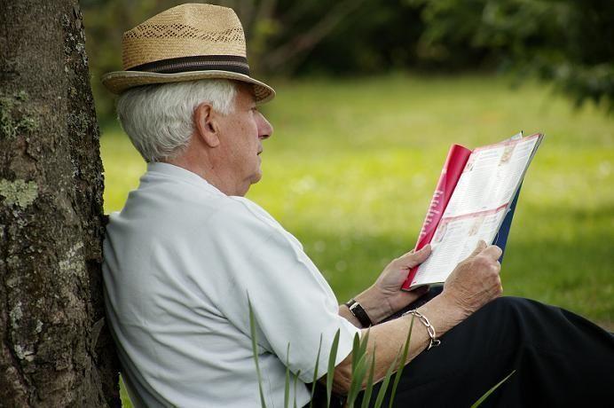 6 Beneficios que aporta la lectura en personas mayores